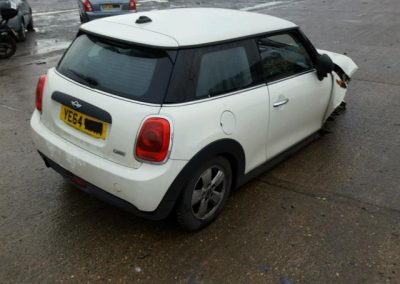 BMW MINI F56 3 DOOR MINI ONE WHITE BREAKING FOR PARTS. REFERENCE CAR NO. 670