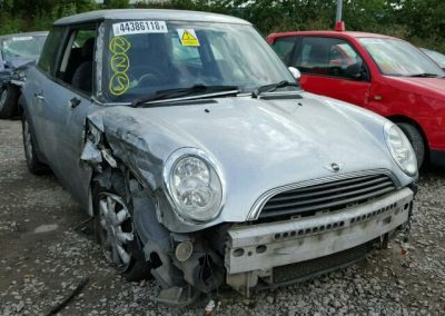 BMW MINI 2002 ONE 5 SPEED MANUAL PURE SILVER METALLIC BREAKING FOR PARTS