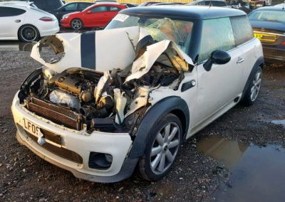 BMW MINI 2009 R56 COOPER 1.6 6 SPEED MANUAL PEPPER WHITE BREAKING FOR PARTS