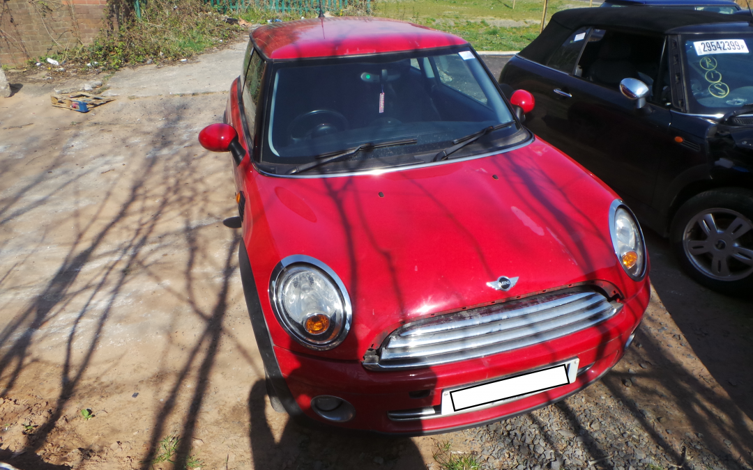 BMW MINI 2007 R56 ONE 1.4 6 SPEED MANUAL CHILI RED BREAKING FOR PARTS