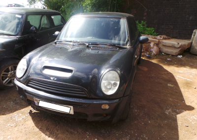 BMW MINI 2002 R50 ONE 1.6 AUTOMATIC COSMOSSCHWARZ BLACK METALLIC BREAKING FOR PARTS
