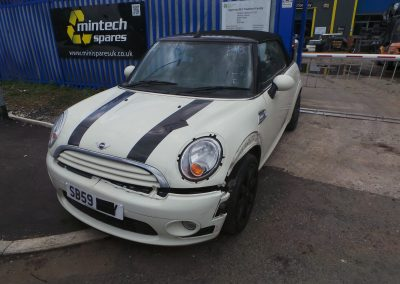 BMW MINI 2009 R57 COOPER CONVERTIBLE 1.6 6 SPEED MANUAL PEPPER WHITE BREAKING FOR PARTS. REFERENCE CAR NO. 1321