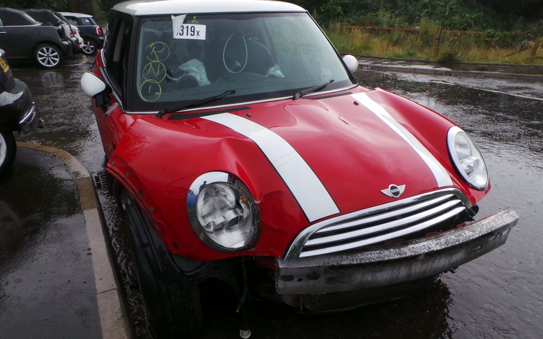 BMW MINI 2004 R50 COOPER 1.6 5 SPEED MANUAL CHILI RED BREAKING FOR PARTS