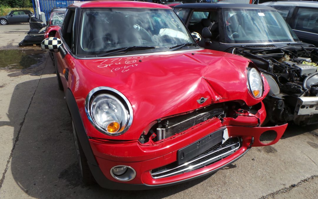 BMW MINI 2007 R56 COOPER 1.6 6 SPEED MANUAL CHILI RED BREAKING FOR PARTS