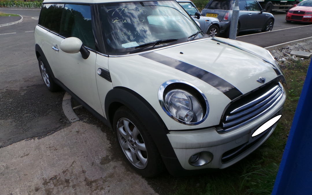 BMW MINI 2008 R55 COOPER D DIESEL 1.6 6 SPEED MANUAL PEPPER WHITE BREAKING FOR PARTS