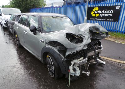 BMW MINI 2015 F55 COOPER 1.5 AUTOMATIC MOONWALK GREY METALLIC BREAKING FOR PARTS. REFERENCE CAR NO. 1367