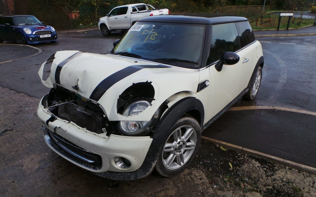 BMW MINI 2011 R56 LCI COOPER 1.6 6 SPEED MANUAL PEPPER WHITE BREAKING FOR PARTS. REFERENCE CAR NO. 1400
