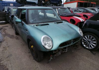 BMW MINI 2002 R50 ONE 1.6 5 SPEED MANUAL SILK GREEN METALLIC BREAKING FOR PARTS.