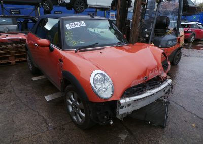 BMW MINI 2005 R52 COOPER 1.6 5 SPEED MANUAL HOT ORANGE METALLIC BREAKING FOR PARTS. REFERENCE CAR NO. 1430