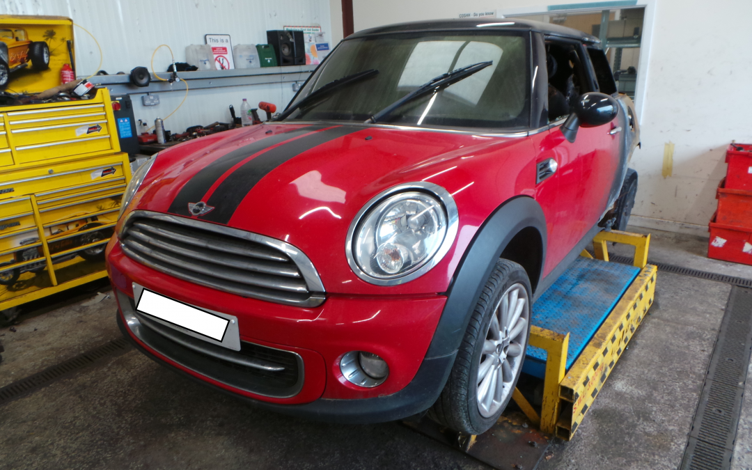 BMW MINI 2011 R56 LCI COOPER 1.6 6 SPEED MANUAL CHILI RED BREAKING FOR PARTS.