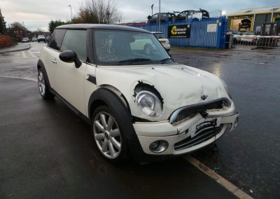 BMW MINI 2008 R56 COOPER 1.6 6 SPEED MANUAL PEPPER WHITE BREAKING FOR PARTS.