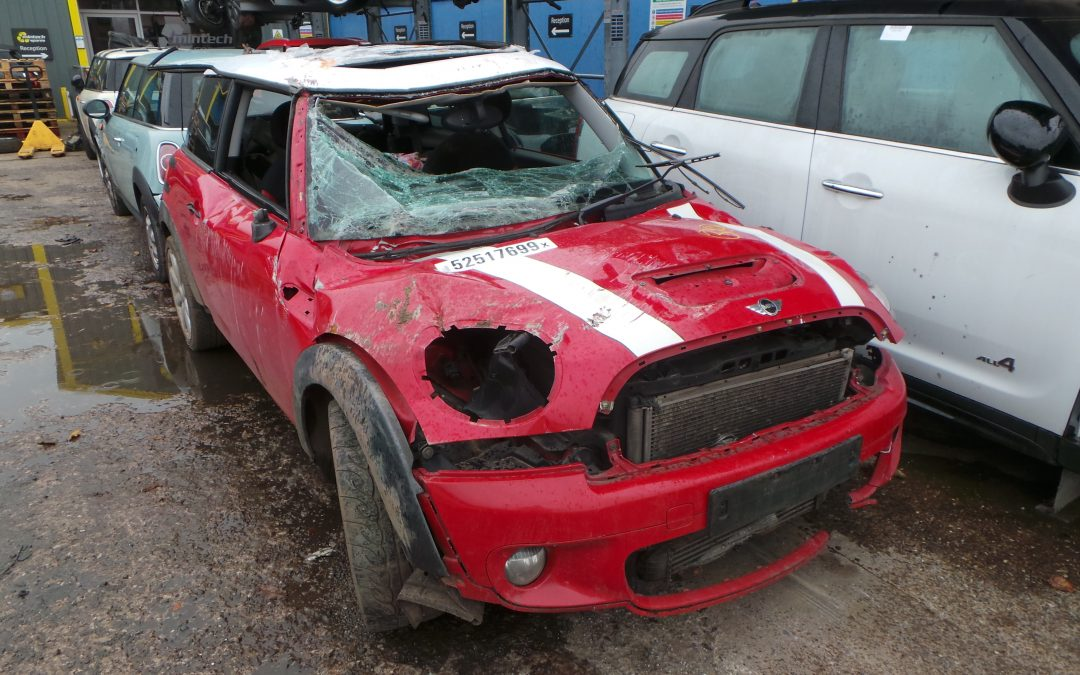BMW MINI 2006 R56 COOPER S 1.6 6 SPEED MANUAL CHILI RED BREAKING FOR PARTS. REFERENCE CAR NO. 1422