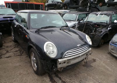 BMW MINI 2005 R50 ONE 1.6 5 SPEED MANUAL ASTRO BLACK METALLIC BREAKING FOR PARTS.