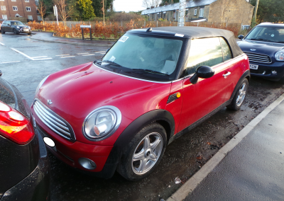BMW MINI 2009 R57 COOPER CONVERTIBLE 1.6 6 SPEED MANUAL CHILI RED BREAKING FOR PARTS. REFERENCE CAR NO. 1451