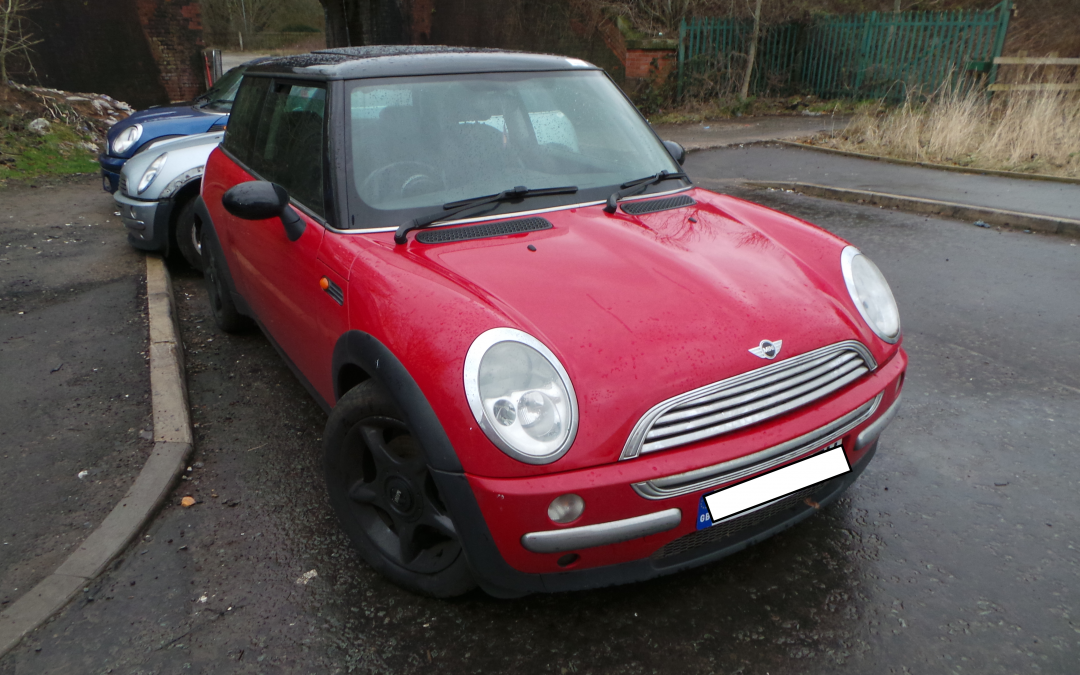 BMW MINI 2003 R50 COOPER 1.6 5 SPEED MANUAL CHILI RED FOR PARTS. REFERENCE CAR NO. 1482.