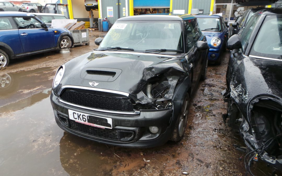 BMW MINI 2011 R56 LCI COOPER S 1.6 6 SPEED MANUAL ECLIPSE GREY METALLIC BREAKING FOR PARTS. REFERENCE CAR NO. 1517.