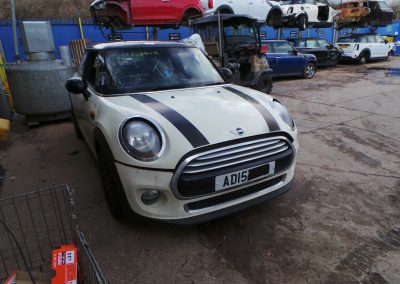 BMW MINI 2015 F56 COOPER 1.5 6 SPEED MANUAL PEPPER WHITE BREAKING FOR PARTS. REFERENCE CAR NO. 1516.