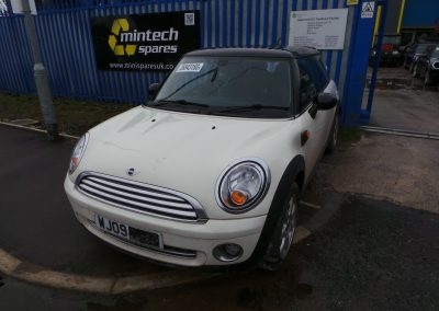 BMW MINI 2009 R56 COOPER 1.6 6 SPEED MANUAL PEPPER WHITE BREAKING FOR PARTS. REFERENCE CAR NO. 1523.