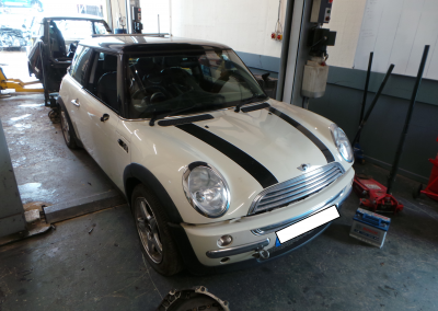 BMW MINI 2004 R50 COOPER 1.6 5 SPEED MANUAL PEPPER WHITE BREAKING FOR PARTS.