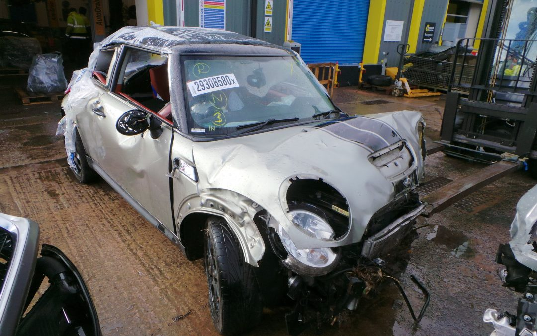 BMW MINI 2007 R56 COOPER S 1.6 6 SPEED MANUAL SPARKLING SILVER METALLIC BREAKING FOR PARTS.