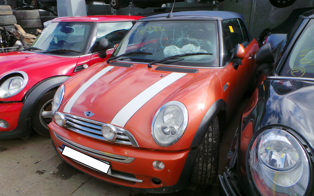 BMW MINI 2006 R52 COOPER CONVERTIBLE 1.6 5 SPEED MANUAL HOT ORANGE METALLIC BREAKING FOR PARTS. REFERENCE CAR NO. 1546.