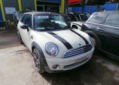 BMW MINI 2009 R57 COOPER CONVERTIBLE COOPER 1.6 6 SPEED MANUAL PEPPER WHITE BREAKING FOR PARTS. REFERENCE CAR NO. 1549.