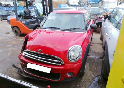 BMW MINI 2011 R56 LCI ONE 1.6 6 SPEED MANUAL CHILI RED BREAKING FOR PARTS. REFERENCE CAR NO. 1535.